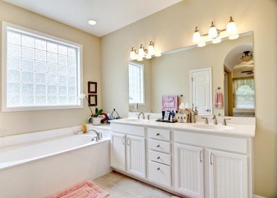 elegant simple bathroom in white and beige